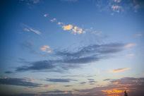 蓝色天空的霞云