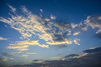 蓝天金色的云霞