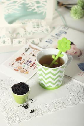 绿色茶杯摆拍