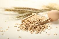 散落的麦粒