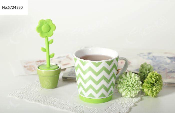 小清新绿色杯子图片