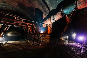 建设中的峰高岭隧道