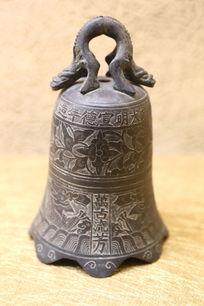 清代花卉纹小铜钟古钟
