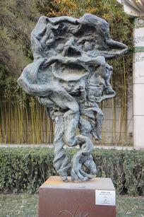 萨尔瓦多.达利创作的雕塑作品《农牧神人头角》