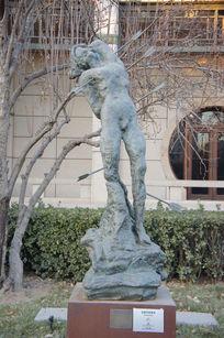 萨尔瓦多·达利创作的雕塑作品《圣塞巴斯蒂安》