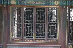 老式雕花木窗