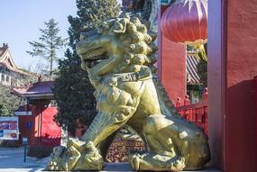 鞍山佛光寺母石狮侧面全身雕塑