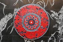 红色花纹圆盘石刻
