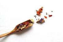 竹勺和花茶材料