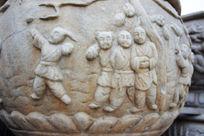 石鼓上的人物雕刻