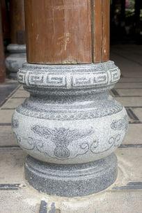 民族图案雕刻石柱底座
