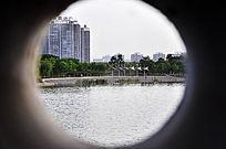 管中窥湖景
