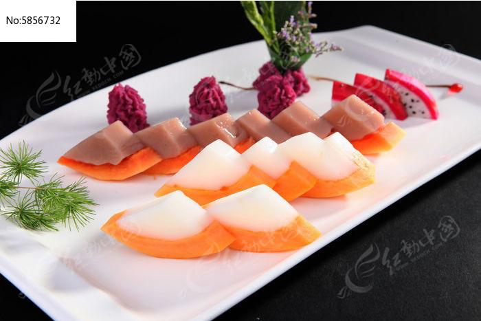 香瓜蓝莓甜拌鲜奶木瓜图片