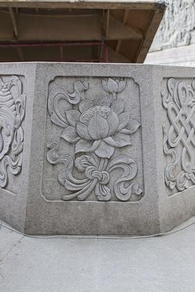 井沿莲花浮雕