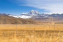 塔公草原与雅拉雪山
