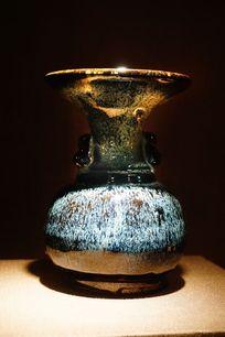 历史陶瓷花瓶