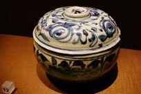 青花图案陶瓷
