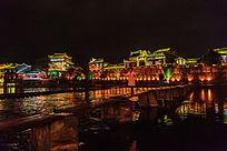 湘西凤凰古镇的沱江河流夜色