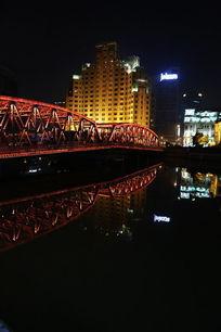老上海宾馆夜景和水中倒影