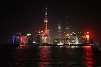 上海东方明珠和黄浦江的夜景