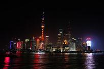 上海东方明珠和黄浦江的夜景倒影