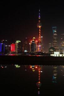 上海滩夜景和水中倒影