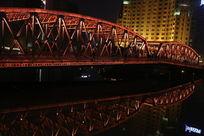 上海外白渡桥水中倒影