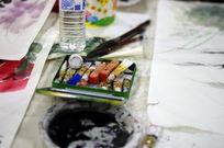水彩和画笔