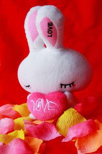 爱心兔子玩偶