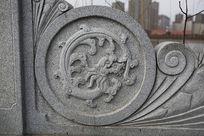 石墩上龙纹图案石雕