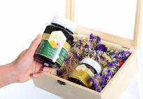 带薰衣草的蜂蜜包装礼盒