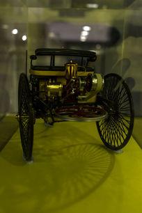 第一辆奔驰车模型