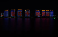 江边美丽的夜景