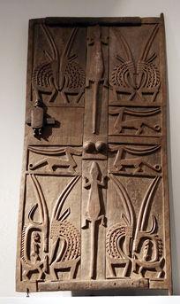 非洲雕刻鸟兽图案门板