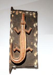 非洲雕刻鳄鱼图案门板