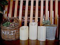 隔断与蜡烛和盆栽
