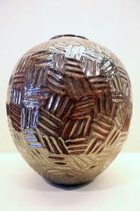 铁红柚刻纹瓷瓶