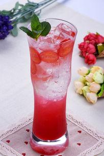 覆盆子樱桃草莓气泡水(番茄)