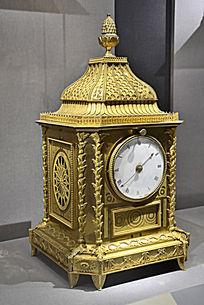 清乾隆广造铜镀金方座钟