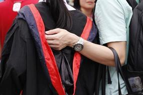 毕业照,你搭在我的手上