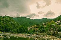 瑶里古镇山与水车
