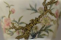 瓷器上桃花盛开图