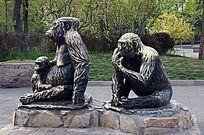 大猩猩一家三口铜雕