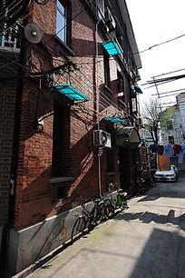 上海特色红砖建筑竖构图