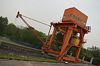水坝作业施工车