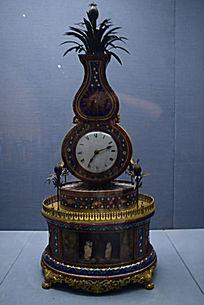 铜镀金珐琅葫芦式三星献寿转花钟