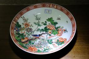 白地五彩牡丹蝴蝶图案瓷盘