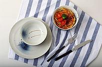 手绘陶瓷餐具摆拍