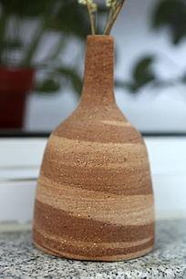 棕色大肚细口陶花瓶
