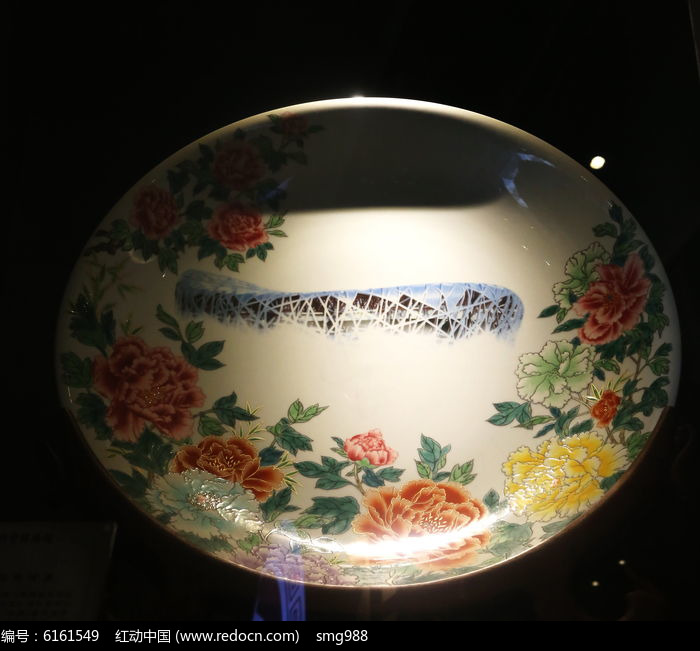 白地牡丹水立方图案瓷盘图片
